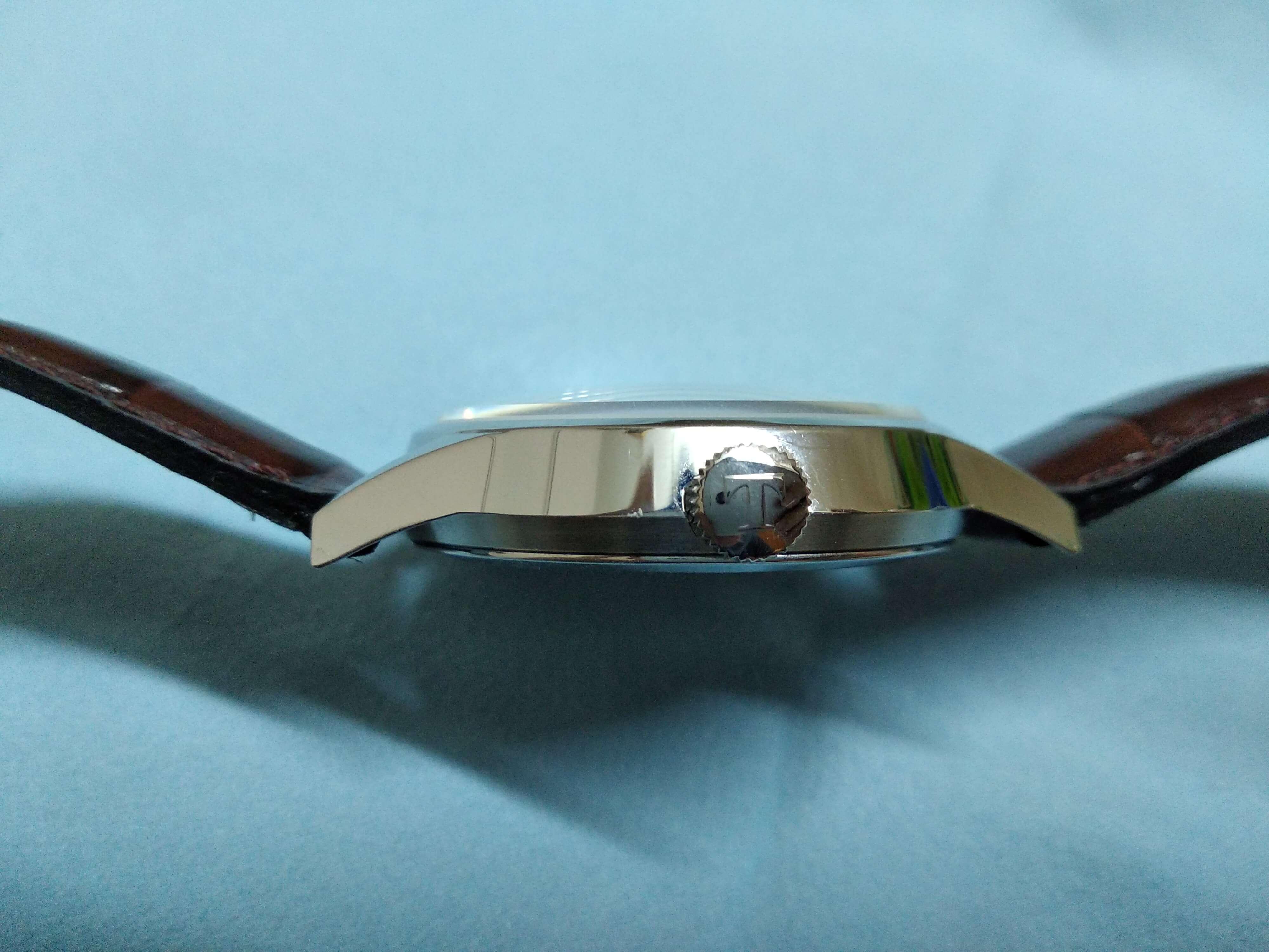 Tissot Visodate sides domed sapphire crystal