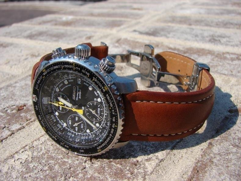 seiko-flightmaster-alarm-chronograph-sna411-review-leather-strap