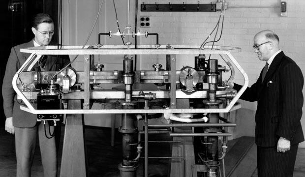 Louis Essen and Jack Parry Caesium Atomic Clock 1955