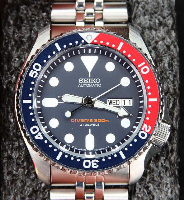 Seiko SKX009 divers watch bezel