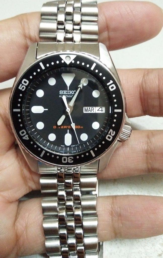Seiko SKX013 black dial