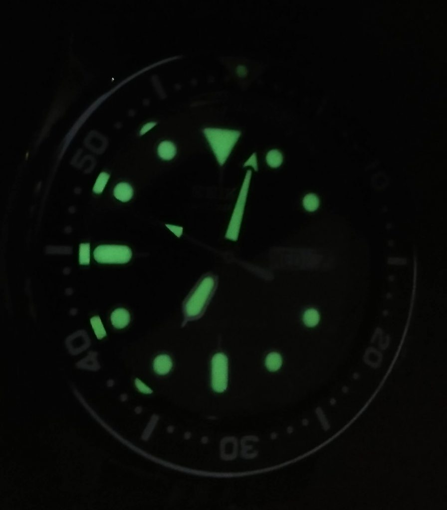 Seiko SKX013 lume from side