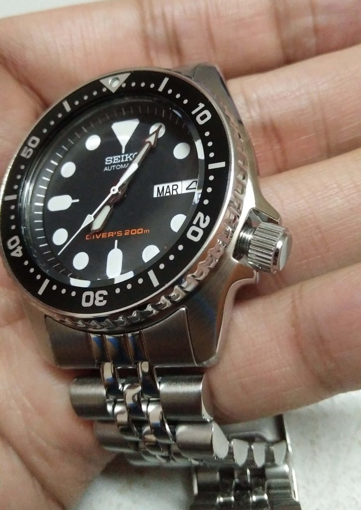 Seiko SKX013 screw down crown