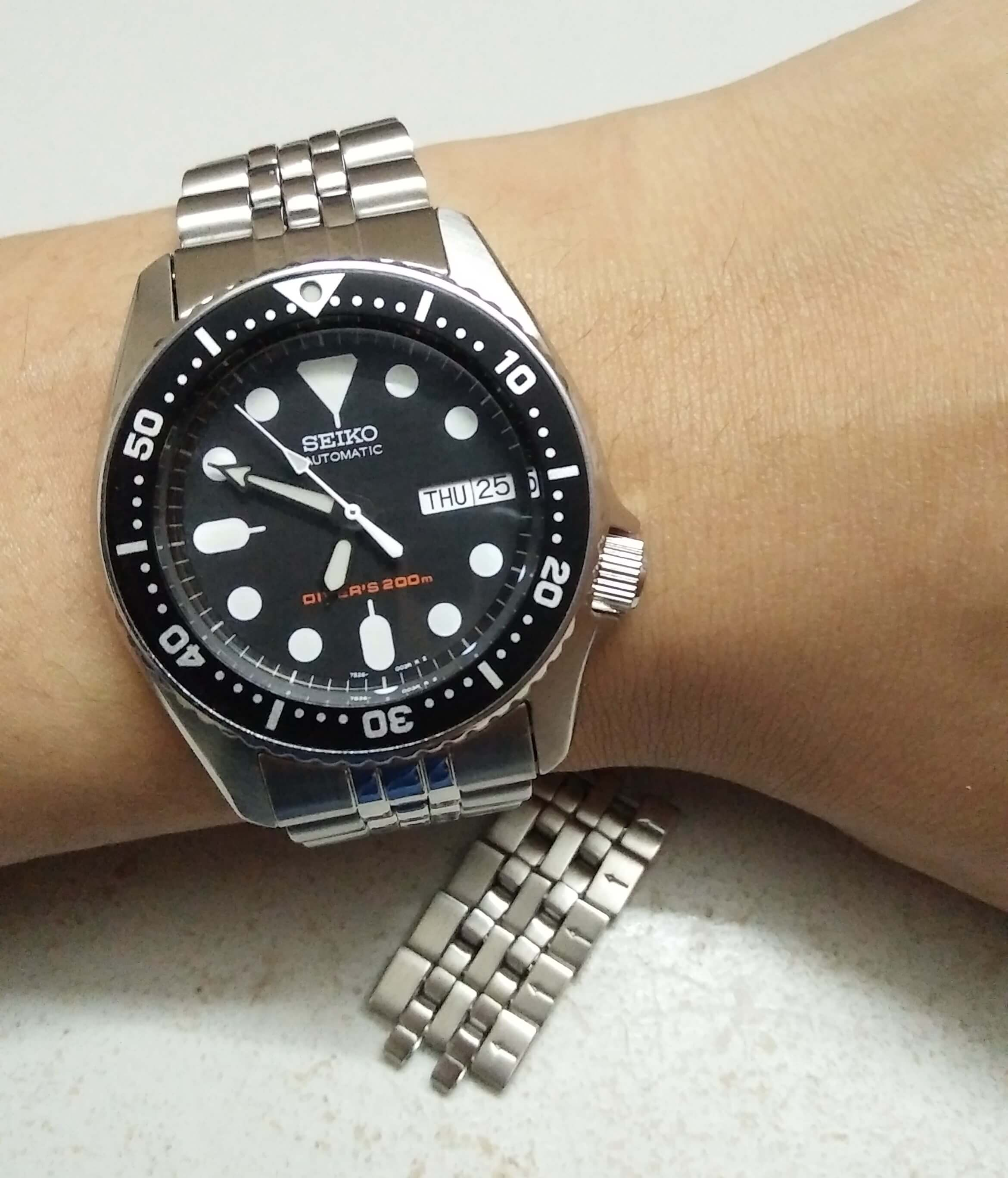 Seiko SKX013 worn on hand