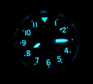 Citizen BM8180-03E watch lume shot